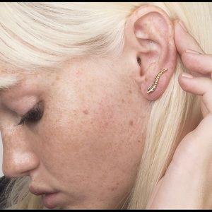 Jewelry - leaf ear crawler